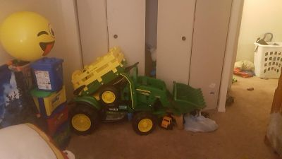 Peg perego john Deere tractor and Trailor