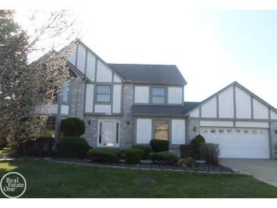 4 Bed 3 Bath Foreclosure Property in Sterling Heights, MI 48314 - Pond View Dr