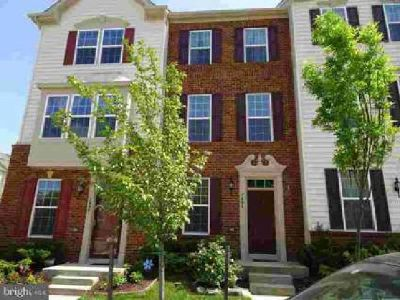 7484 Singers Way Elkridge Three BR, Nearly new garage townhome in