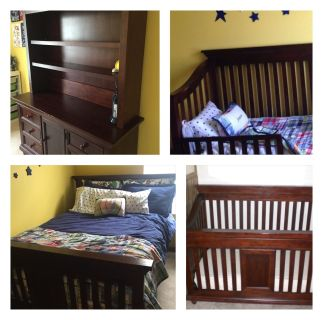 CONVERTIBLE CRIB AND HUTCH/CHANGING TABLE