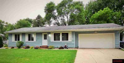 21 Devonshire Place MANKATO Four BR, Come check out this