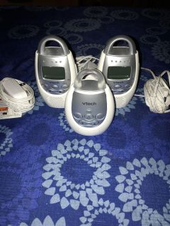 Baby monitor with 2 parent receivers