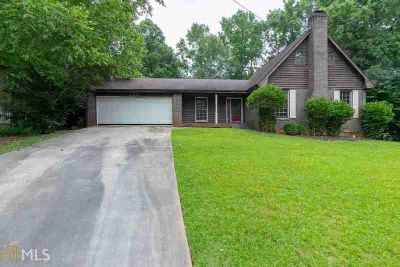 3382 Berkshire Bnd SE CONYERS Three BR, County Charmer with an