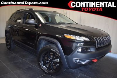 2016 Jeep Cherokee Trailhawk (Brilliant Black Crystal Pearlcoat)