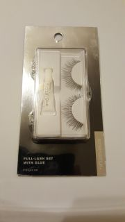 Brand new Sonia Kashuk full lash set with glue