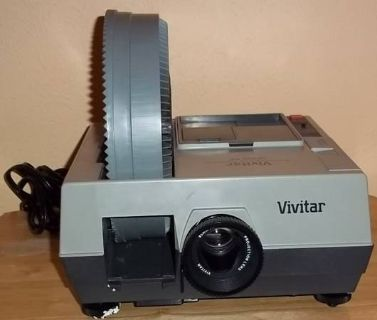 Vivitar carousel slide projector with remote