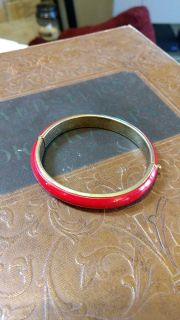 Pretty Red Bracelet With Click/Lock Closure