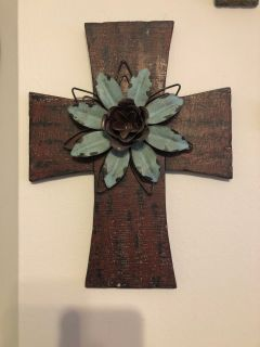 Medium/large distressed cross