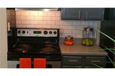 2 bedrooms Apartment - Attractive interiors with a lot of pizzazz. Washer/Dryer Hookups!