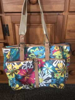 Floral purse used once excellent condition three compartments porch pick up in Mooresville
