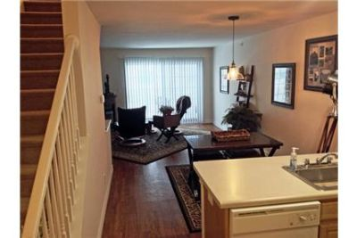 Townhouse \ $1,655/mo \ 2 bathrooms - convenient location. Parking Available!