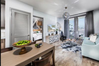 Looking for 2-bed lease share!