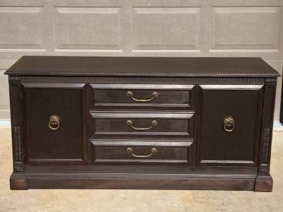 Beautiful buffet great condition dark brown