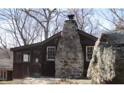 2 Bed 1 Bath Foreclosure Property in Shelton, CT 06484 - Kanungum Trl