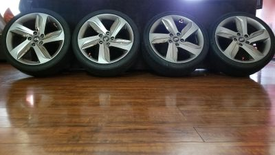 """2014 Hyundai Veloster Wheel Hyper Silver 18"""" with tires"""