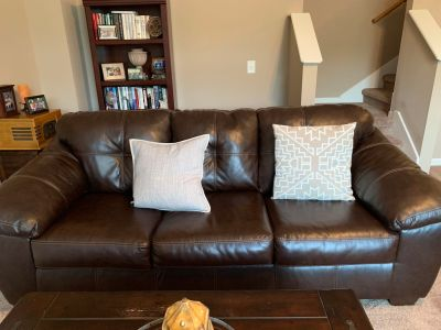 Couch, coffee table & end table