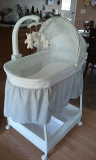 Delta bassinet, with 7 sheets