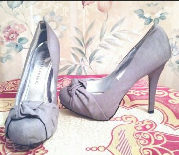 """Charlotte Russe"""" Gray Fabric High Heeled Pumps"""