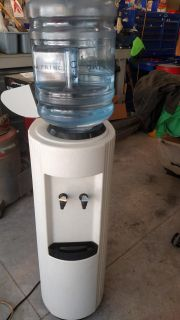 5 GAL ELECTRIC WATER COOLER