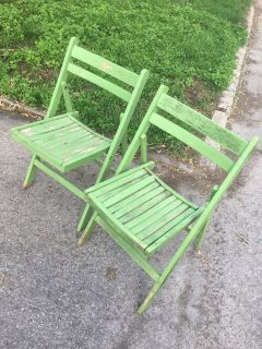 FREE*** GARBAGE FRIDAY **** 2 wood foldable chairs