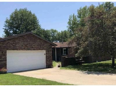 5 Bed 3 Bath Foreclosure Property in Salem, IL 62881 - Country Club Est