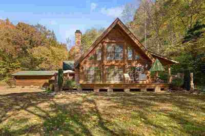 449 Lagoon Rd Lobelville Two BR, Tranquil Log Cabin an hour