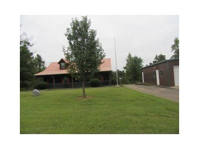 3 Bed 2 Bath Foreclosure Property in Water Valley, MS 38965 - County Road 422