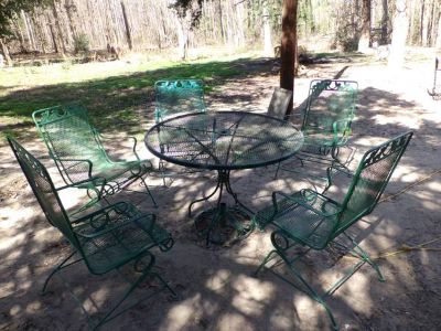 lawn furniture table with 5 chairs