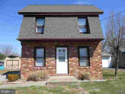 17 Hunt St WOODSTOWN Two BR, Detached single family home on