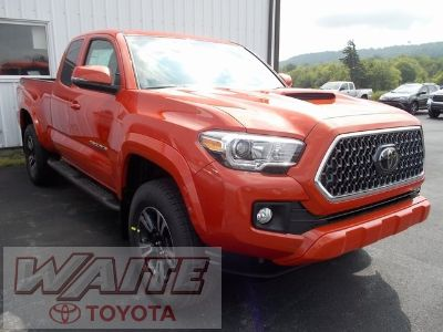 2018 Toyota Tacoma TRD Sport (Inferno Red)