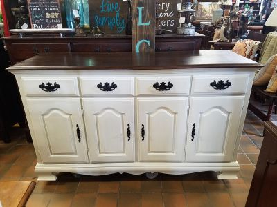 Farmhouse dresser, side board buffet, TV console, changing table able, etc $300