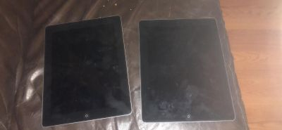 2 iPad 4 s $300 for both or $150 for one