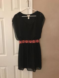 Dress in excellent condition. Junior large. Porch pickup.