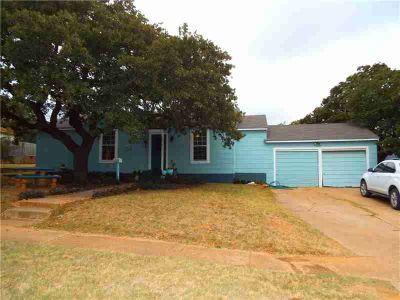 301 S Dixie Street Eastland Three BR, Tastefully and thoroughly