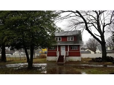 4 Bed 1 Bath Foreclosure Property in Middletown, NJ 07748 - Vineyard Ave