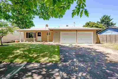 3220 Tudor Wy SE ALBANY Three BR, Adorable home with a freshened