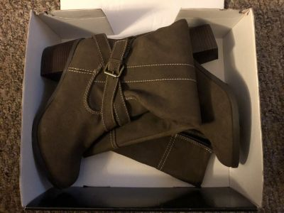 Woman s boots New Directions