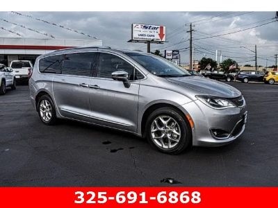 2017 Chrysler Town & Country Limited (Silver)