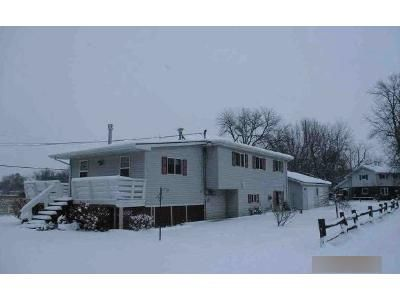 3 Bed 1 Bath Foreclosure Property in Omro, WI 54963 - Young Rd