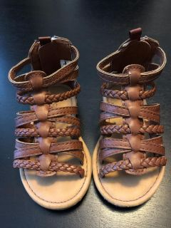 Baby girl Carters size 5 gladiator sandals - like new