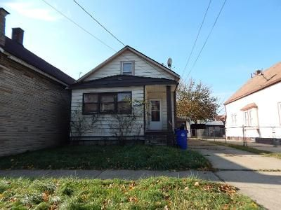 2 Bed 1 Bath Preforeclosure Property in Cleveland, OH 44109 - W 44th St