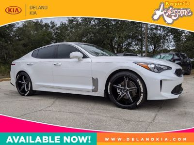 2019 Kia Stinger base (Snow White Pearl)