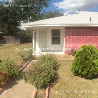 Cute 3 Bedroom, 2 Bathroom Brick Duplex Available Soon!!
