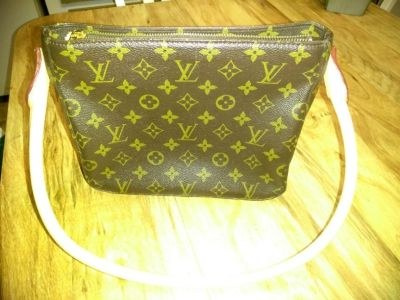 Beautiful reproduction of Louis Vuitton purse, you couldn't tell it was not a real one