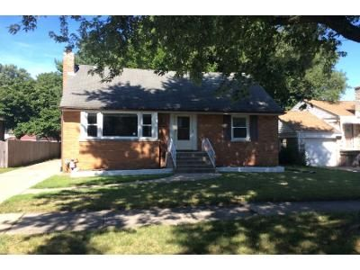 4 Bed 2 Bath Foreclosure Property in Oak Lawn, IL 60453 - Sproat Ave