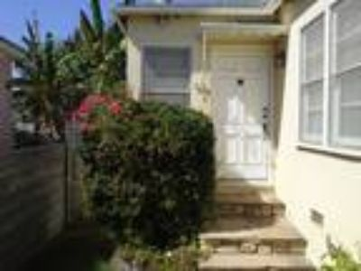 Private and Quiet,Well Maintained Triplex