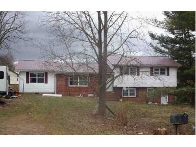 4 Bed 2 Bath Foreclosure Property in Lebanon, VA 24266 - Jones Dr