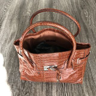 Purses, Men s and Women s Clothes and more. Set appointment to shop for items as low as $1.