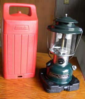 COLEMAN THE POWERHOUSE LANTERN AND RED CARRYING CASE