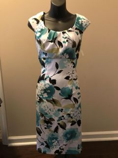 Beautiful dress. Perfect to wear to a wedding. Size 6